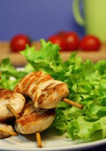 Dieta cu piept de pui si salata verde
